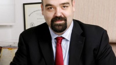Opr. Dr. Batu Aydınuraz